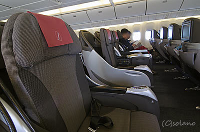 JAL・クラスJ。国際線機材B777-300ERの国内線間合い運用