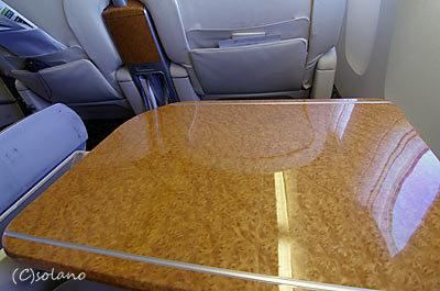 JAL国内線ファーストクラス、テーブル