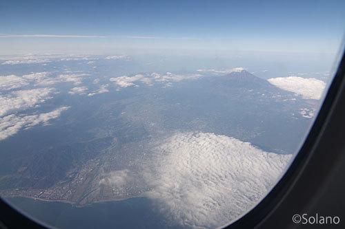 JAL大阪伊丹空港行き、機窓の富士山