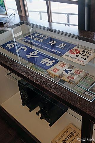 """勝山駅えち鉄カフェ、展示されている鉄道部品"""""""