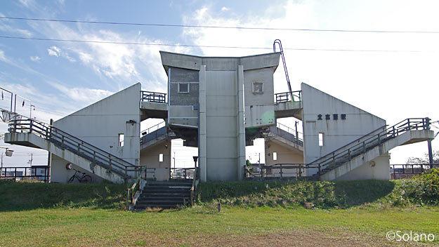 JR北海道・室蘭本線、北吉原駅。奇抜な形の高架駅舎