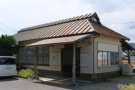 紀勢本線・神志山駅、個性的な木造駅舎