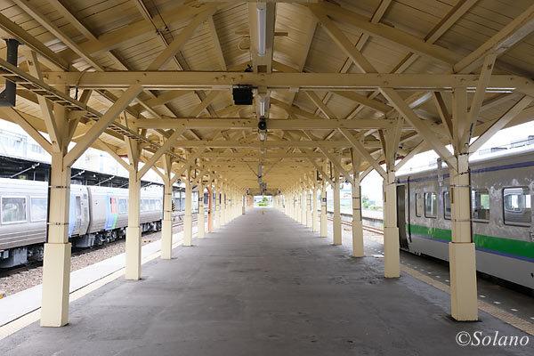 道東鉄道の要衝・釧路駅、2番3番線のプラットホーム