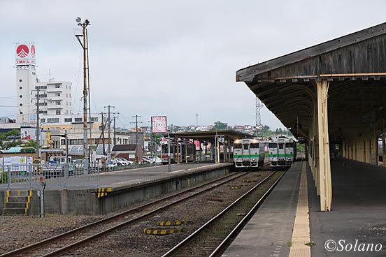 釧路駅4番5番線に停車中の釧網線、花咲線の列車