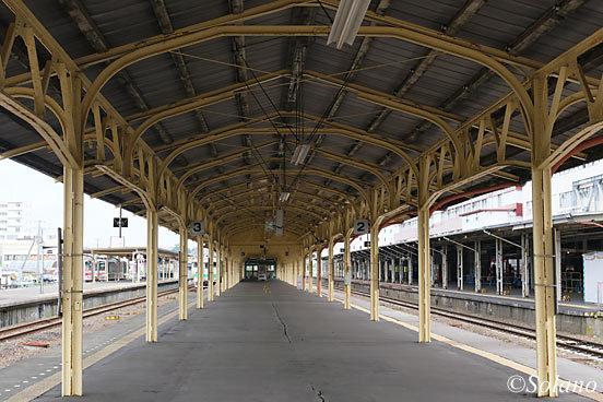 釧路駅2番3番線、古レールを使った上屋