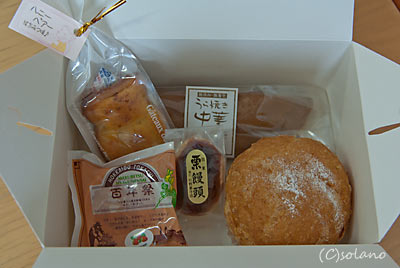 JR北海道・幕別駅近くの店で買ったお菓子の詰め合わせ