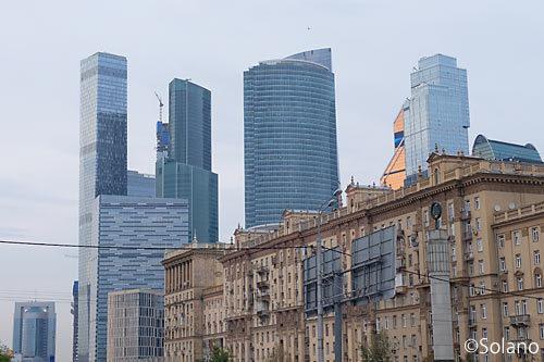 モスクワメトロ・クトゥーゾフスカヤ駅付近から見たモスクワ・シティ