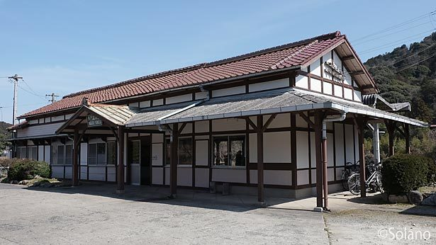 JR西日本・美祢線、風格ある木造駅舎が残る長門湯本駅