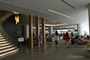 成田空港T2、JALサクララウンジ室内1