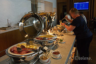 JALサクララウンジの食事、ビュッフェコーナー