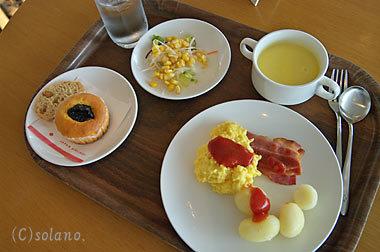 成田空港、JALサクララウンジでの食事