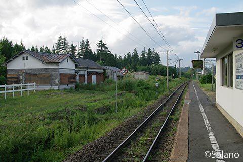 奥中山高原駅、詰所跡など木造建築物