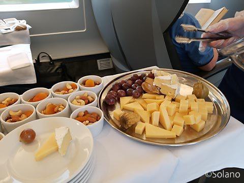 ロシアの特急列車・サプサン、一等車の食事、チーズなど