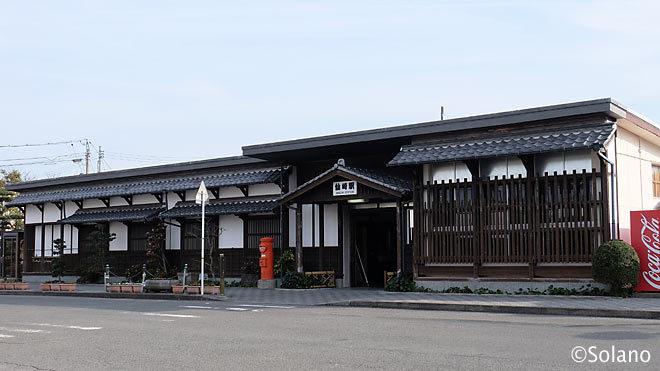 山陰本線・仙崎支線の終着駅、仙崎駅。木造風のコンクリート駅舎