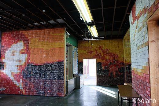仙崎支線・仙崎駅の駅舎内部、蒲鉾板による金子みすずのモザイク画