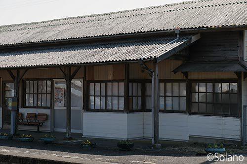 JR美祢線・渋木駅、改修の跡が目立つ木造駅舎