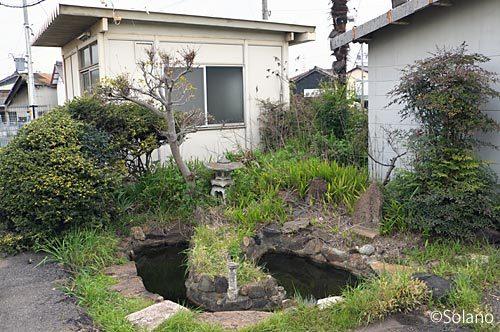 武豊線・武豊駅、ホーム端の池庭