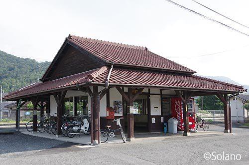 JR西日本・津山線・玉柏駅、半分に減築された木造駅舎
