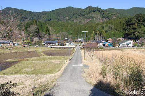 日本の原風景、肥薩線・矢岳駅から見る駅前の集落