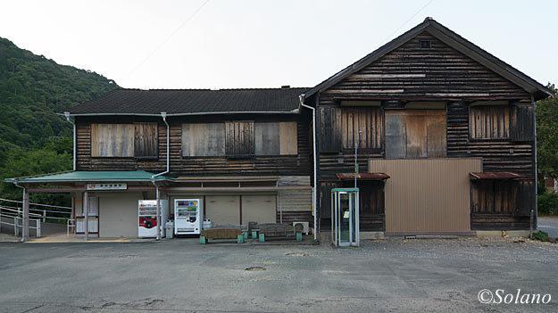 2007年7月当時の飯田線・湯谷温泉駅の木造駅舎