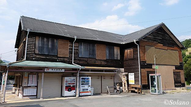 2014年7月当時の飯田線・湯谷温泉駅の木造駅舎