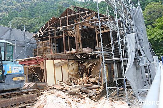 湯谷温泉駅、少しずつ取り壊されていく木造駅舎