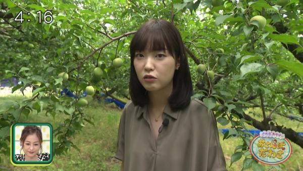 澤田有也佳のピタパン&胸元ゆるゆる衣装ゆるゆる過ぎ!