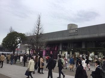 東京文化会館大ホール前