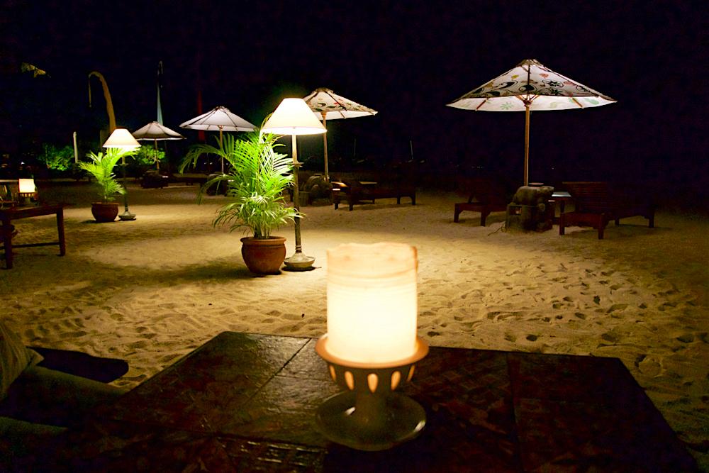 バリ島 Tanjung Sari Hotel 滞在記 その1 夜のビーチ