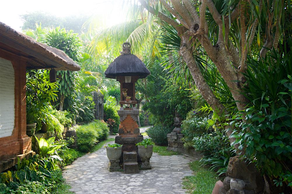 バリ島 Tanjung Sari Hotel 滞在記 その1 Tanjung Sari Hotel 敷地内1