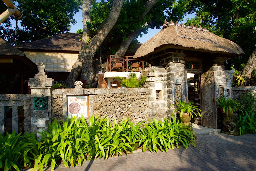 バリ島 Tanjung Sari Hotel 滞在記 その2 門