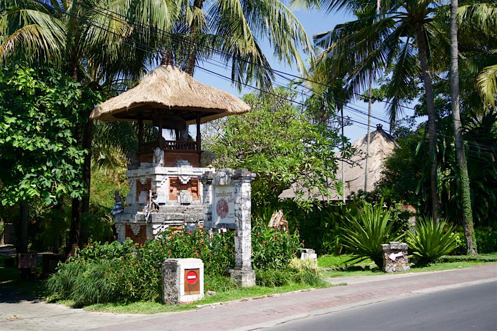 バリ島 Tanjung Sari Hotel 滞在記 その1 Tanjung Sari Hotel 門