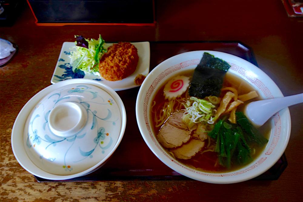 田加久@芳賀町与能 2 ラーメン+野菜コロッケ+半ライス