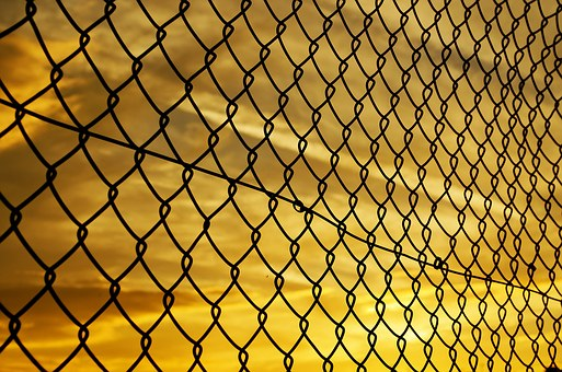 fence-72864__340.jpg