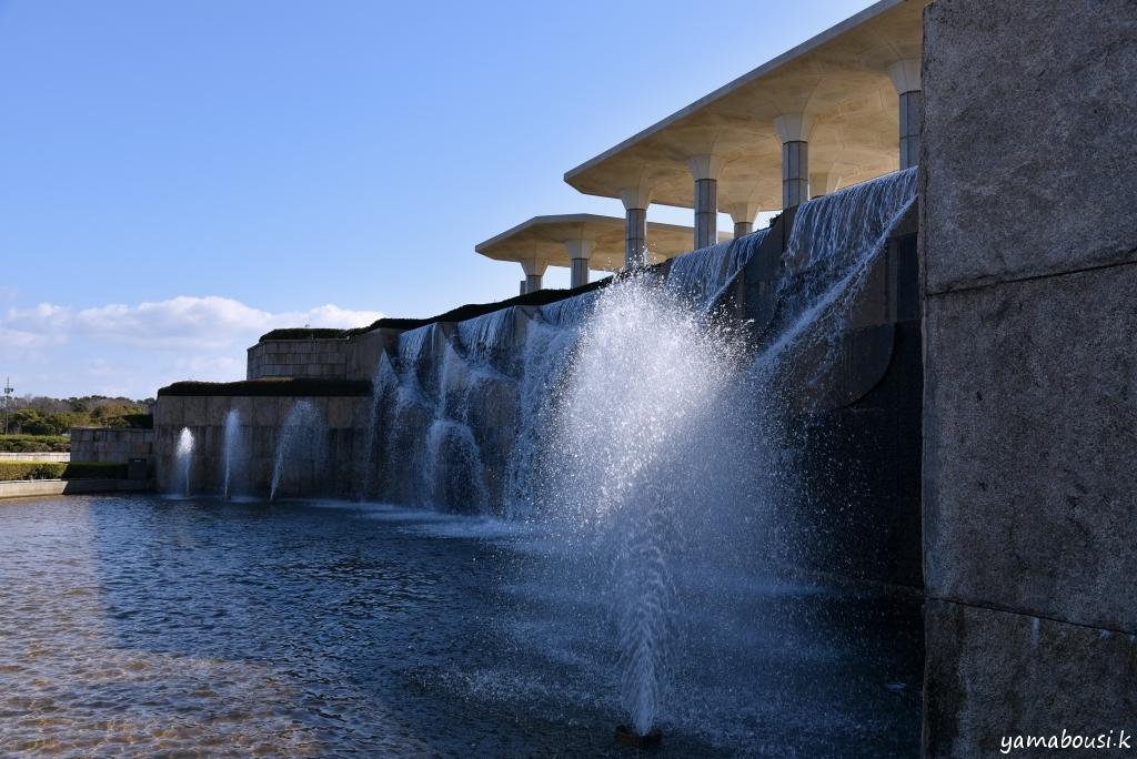 西口の噴水
