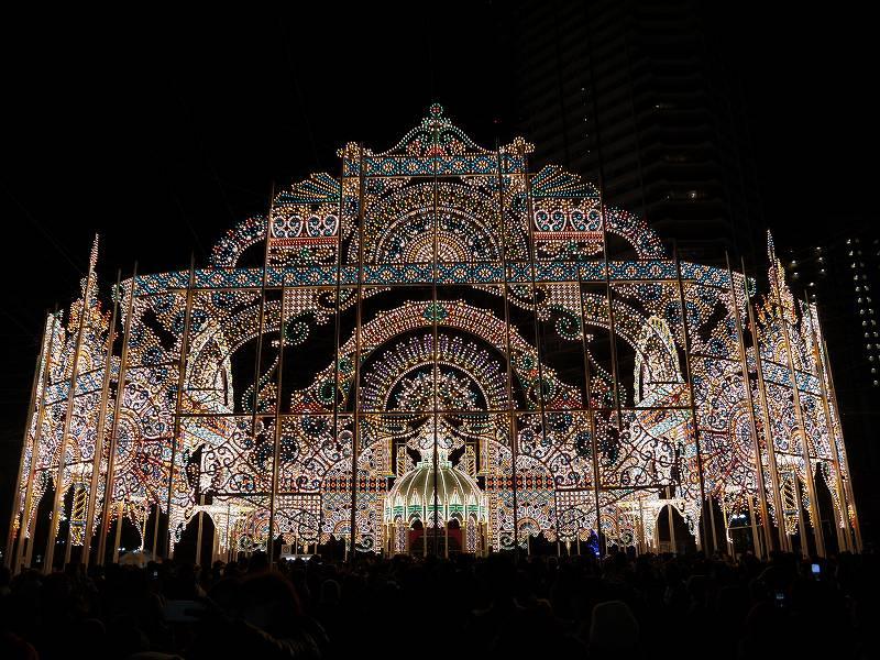 「神戸ルミナリエ(神戸市中央区)」鐘と同時に灯る感動のあかり!