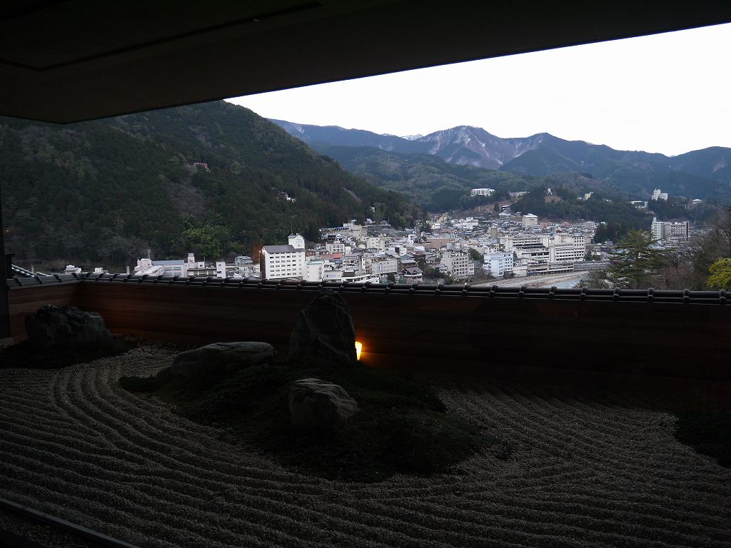 岐阜県☆下呂の旅館「今宵 天空に遊ぶ しょうげつ」下呂のまちを一望の絶景と冬花火!
