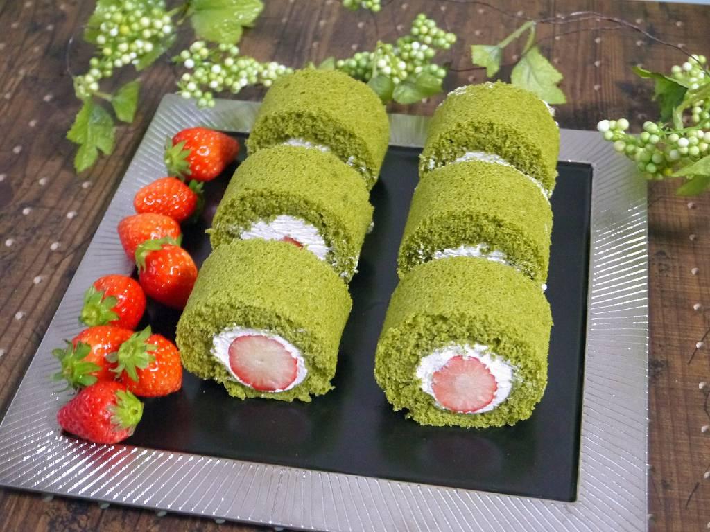 「まるごと苺の抹茶ロール」の作り方☆苺×抹茶スポンジの厚切りロール!