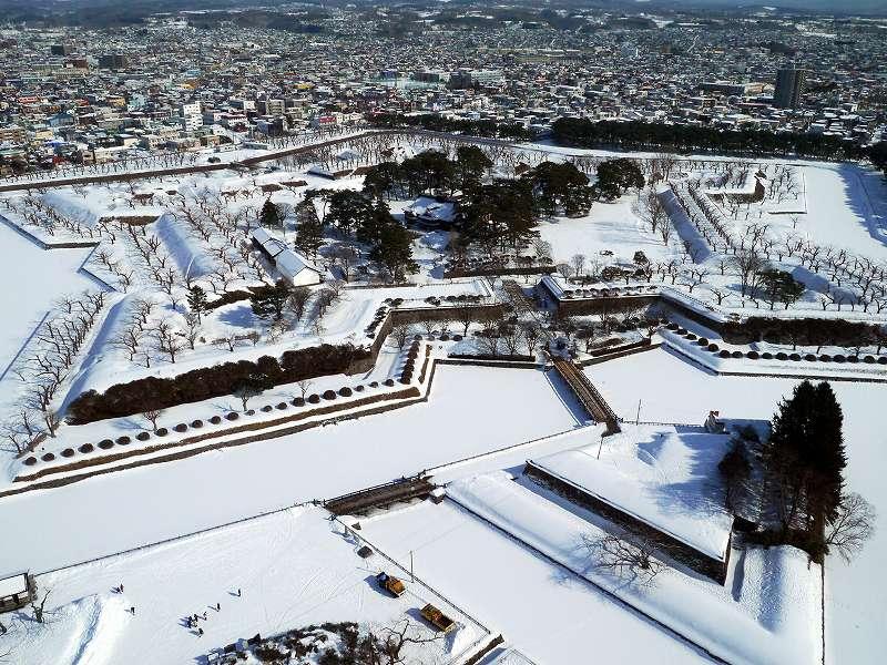 「特別史跡 五稜郭跡(北海道函館市)」絶景!タワーから眺める雪の函館山と五稜郭跡