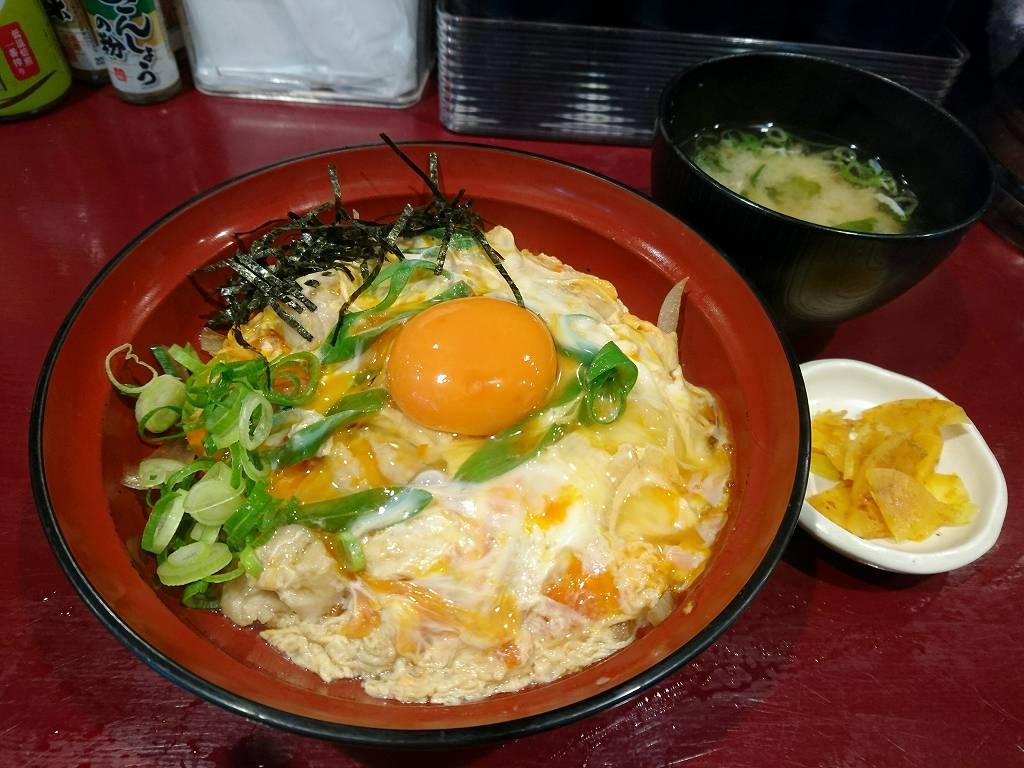 「笑卵(大阪市北区)」カウンターでいただく絶品!極上親子丼