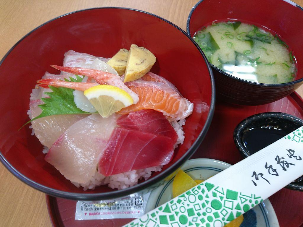 「海と大地 若松食堂(北九州市若松区)」グリーンパーク近くの産直市場で海鮮丼ランチ。