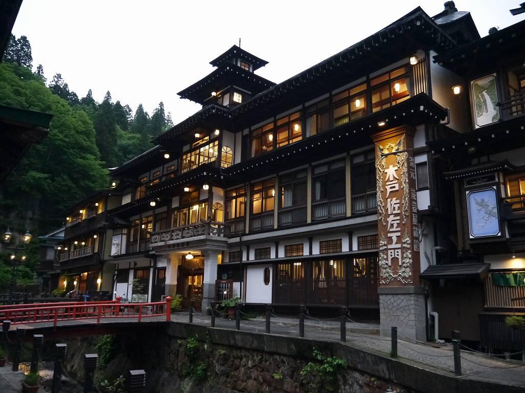山形県☆銀山温泉の旅館「能登屋旅館」木造4階建の国重要文化財は大正時代のまま!