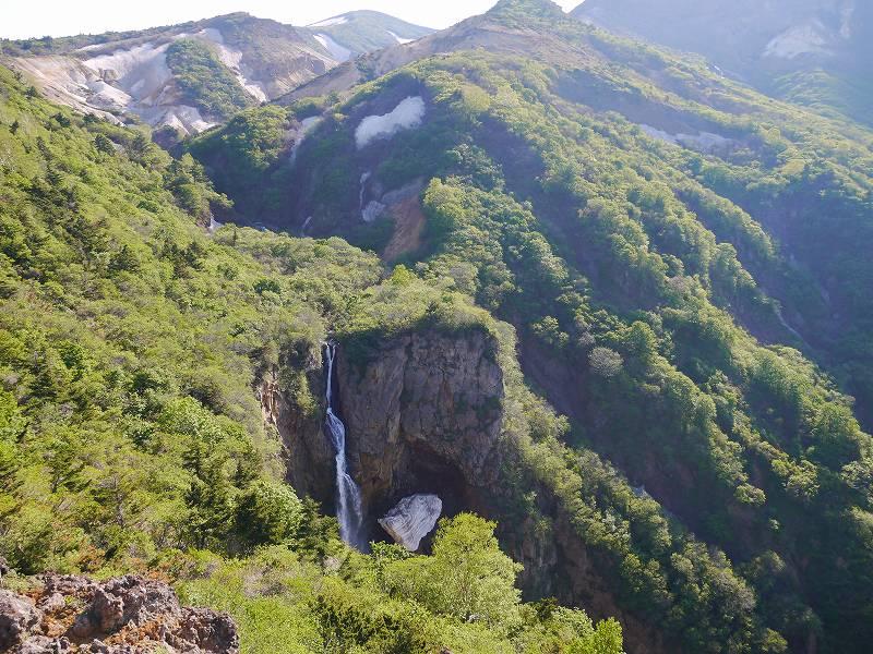 「蔵王国定公園 こまくさ平(宮城県)」不帰の滝や火山の岩肌!雄大な景観の展望所