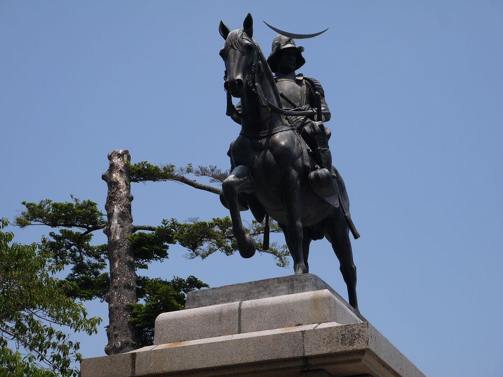 「仙台城(仙台市青葉区)」遠くからも見える伊達政宗騎馬像!本丸跡です。