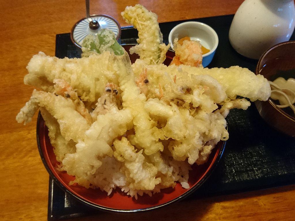 「三日月庵(福岡県宗像市)」驚!ビッグサイズの海鮮天丼や名物浅利うどんでランチ