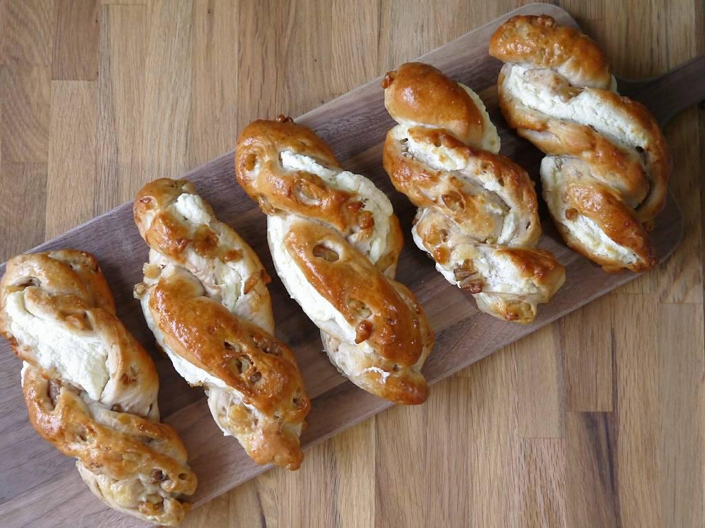 「クルミとクリームチーズのパン」の作り方☆具材たっぷりのリッチな美味しさ!