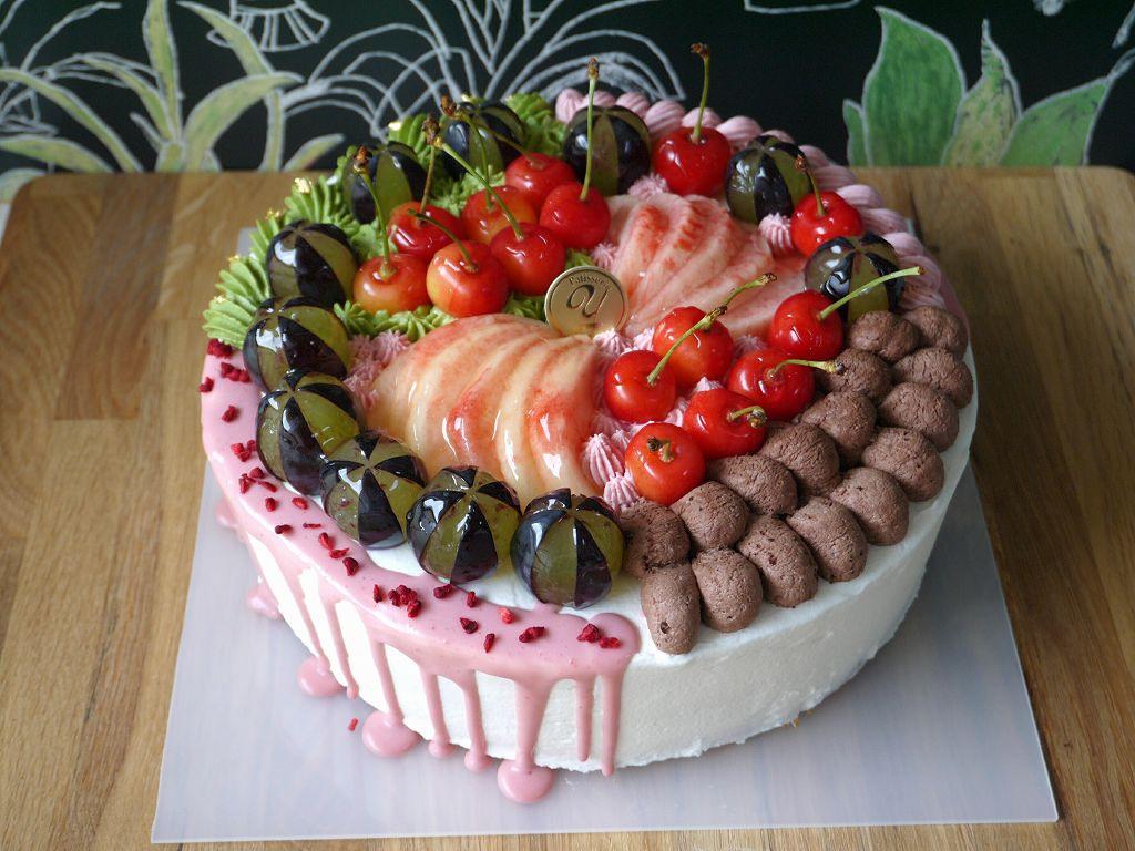 プチエッセー「姪がデコレーションケーキをデザインしました」