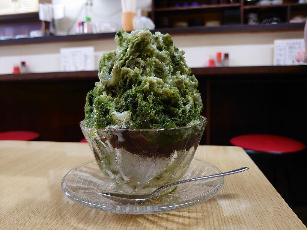 「梅月(北九州市門司区)」作る直前に立てる濃い抹茶の!絶品かき氷