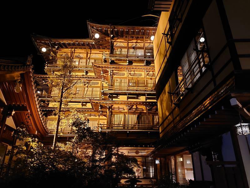 長野県☆渋温泉の旅館「歴史の宿 金具屋」宮大工による贅を尽くした遊び心の木造4階建